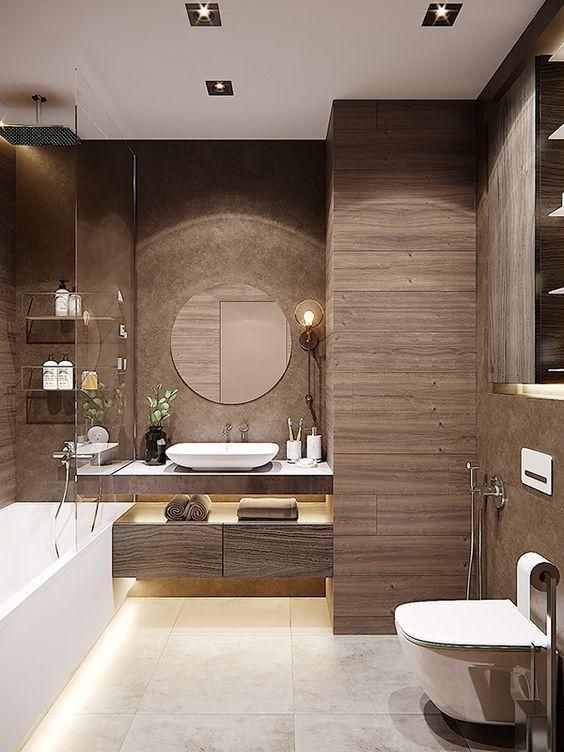 hình ảnh phòng tắm màu nâu hiện đại với gạch giả gỗ, tủ nổi và hệ kệ lưu trữ gắn tường làm bằng chất liệu kính trong suốt.