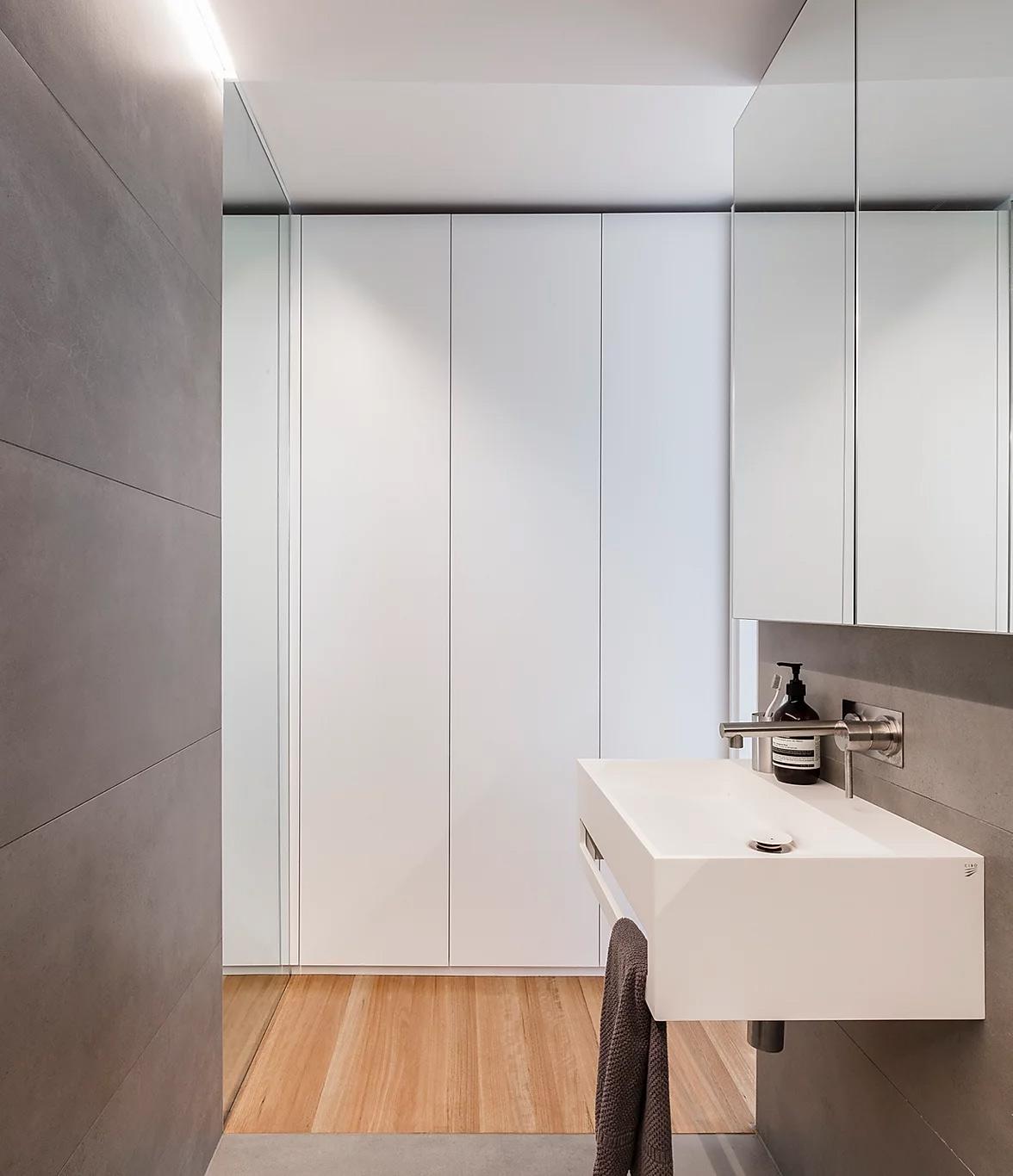 hình ảnh phòng tắm nhỏ màu trắng