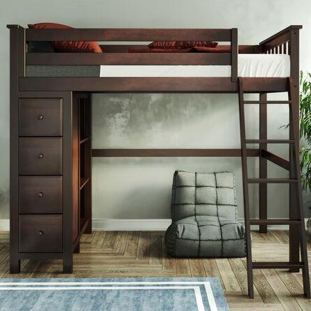 hình ảnh cận cảnh giường gác xép bằng gỗ sẫm màu