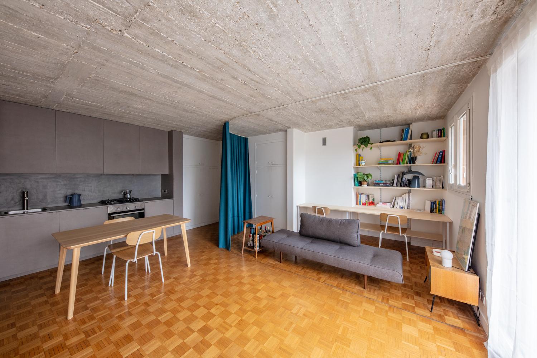 hình ảnh toàn cảnh phòng khách và nhà bếp kết hợp phòng ăn trong căn hộ nhỏ