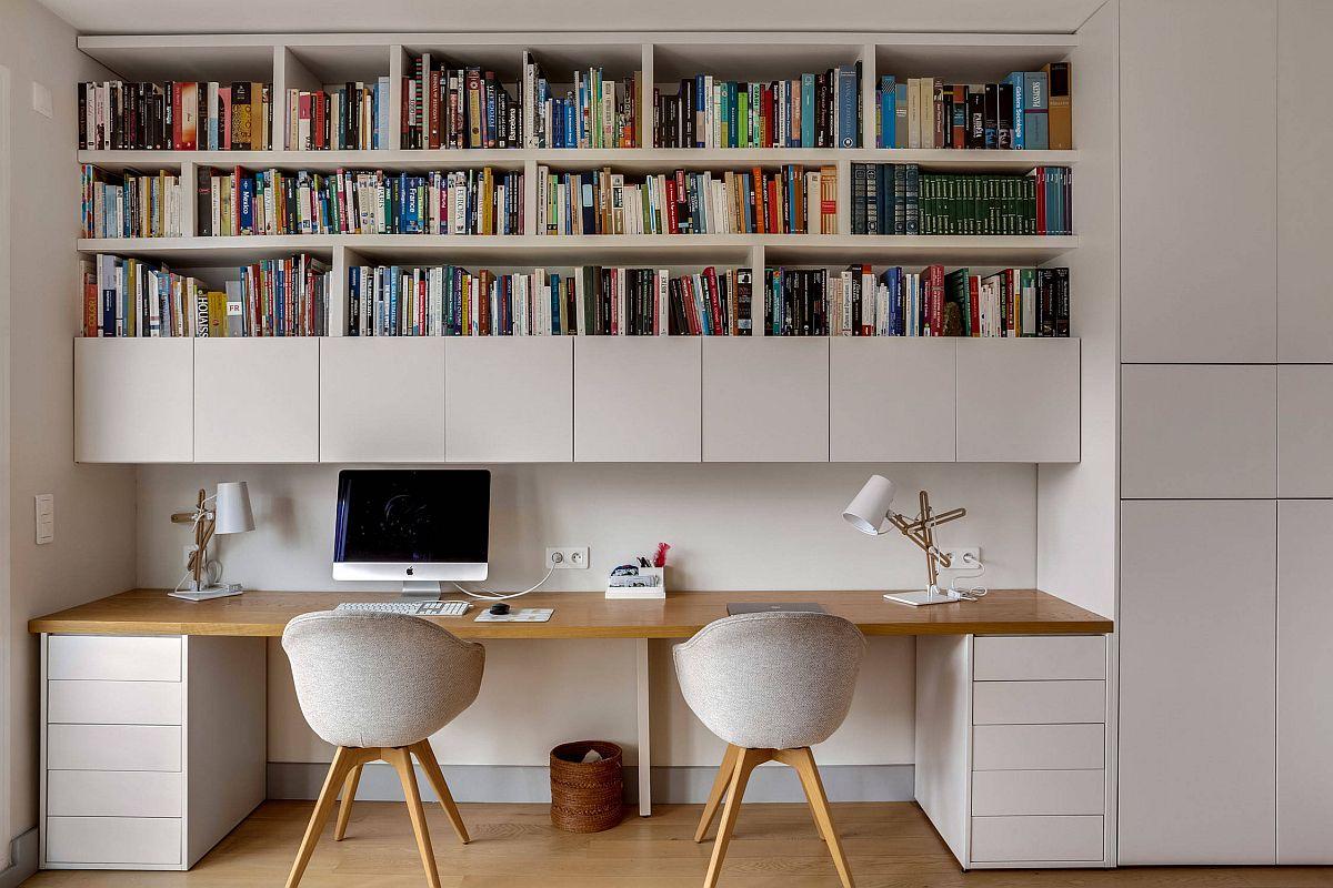 hình ảnh văn phòng tại nhà với hai chỗ ngồi, giá kệ sách gắn tường, tủ màu trắng cánh phẳng