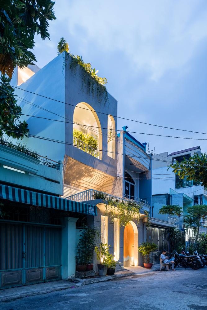 hình ảnh mặt tiền ngôi nhà phố ở TP.HCM sau cải tạo