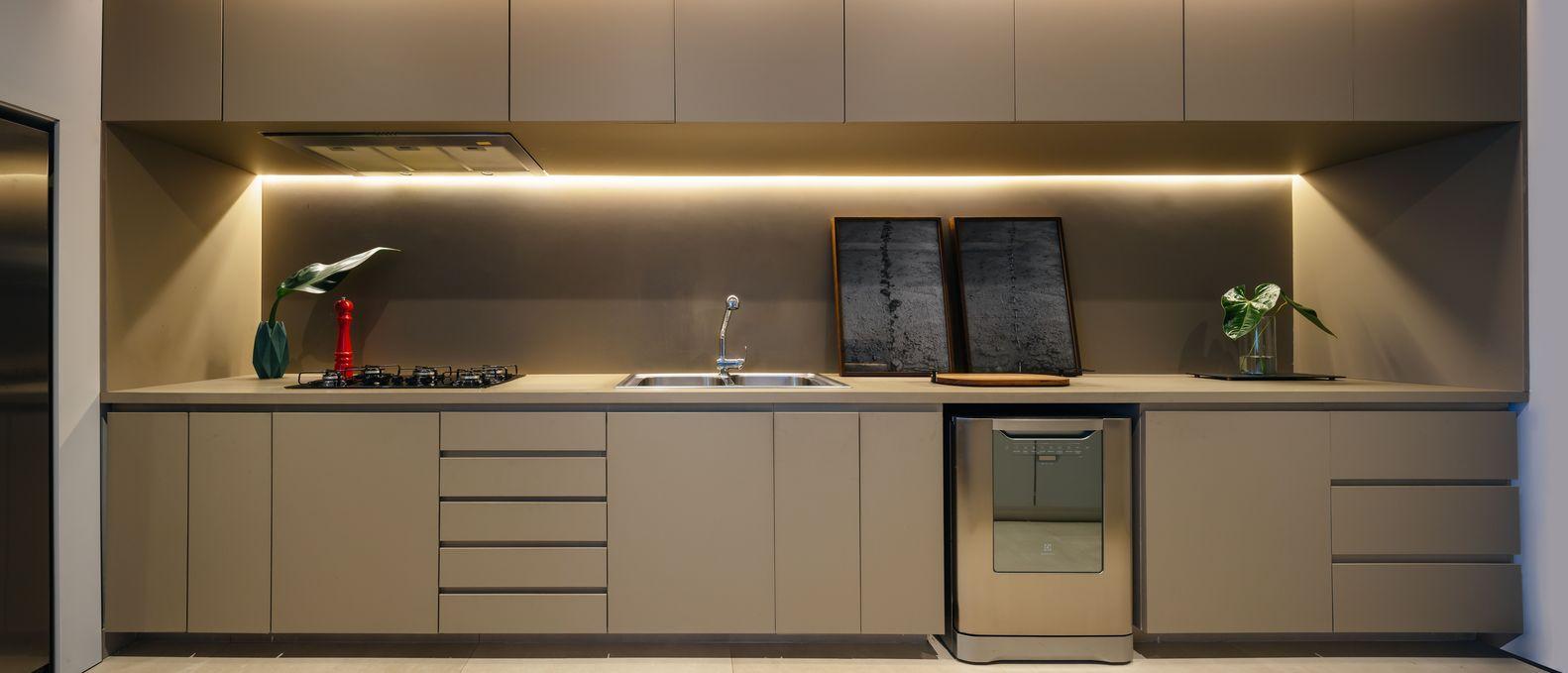 Tủ bếp không tay nắm tạo ra một giao diện hoàn hảo và bóng bẩy.