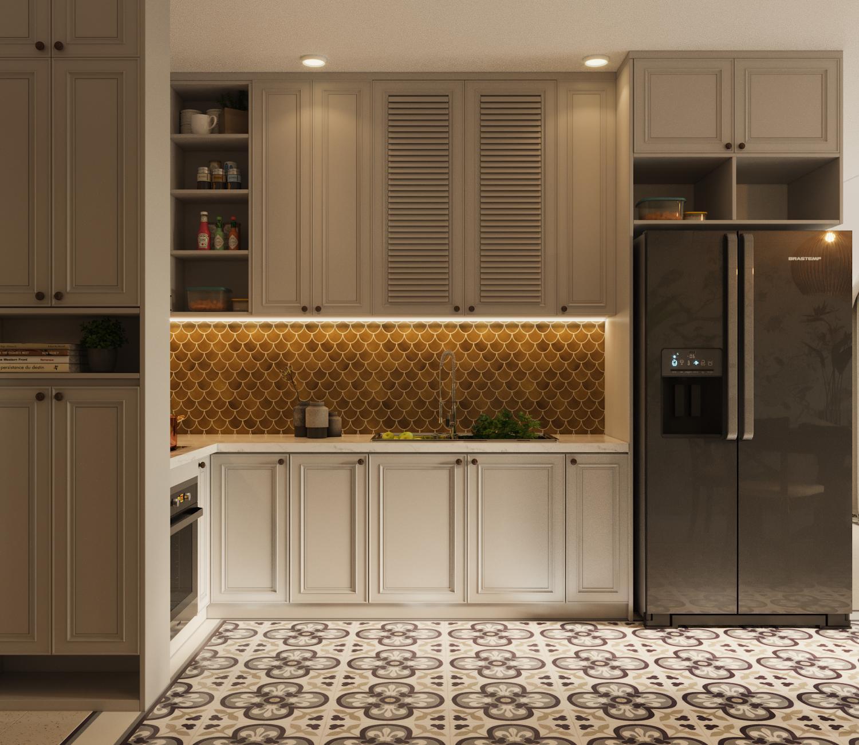 Không gian nội thất phòng bếp với hệ tủ cao kịch trần giúp gia chủ thoải mái chứa đồ. Điểm nhấn đặc biệt và rất bắt mắt trong căn bếp này là mảng tường ốp gạch trang trí mosaic hình dạng vảy cá ánh vàng tinh tế.