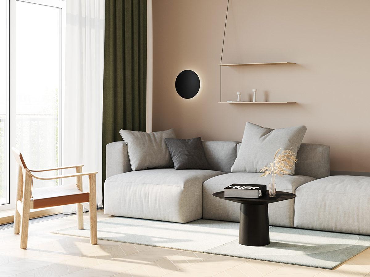 Sơn tường màu nâu tạo nên sự đồng điệu nhẹ nhàng cho chiếc ghế sofa màu xám mềm mại trong phòng khách căn hộ 79m2. Kệ mở mỏng mảnh tạo điểm nhấn tinh tế.
