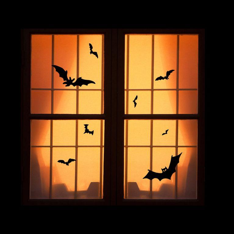 cửa sổ dán decal dơi màu đen