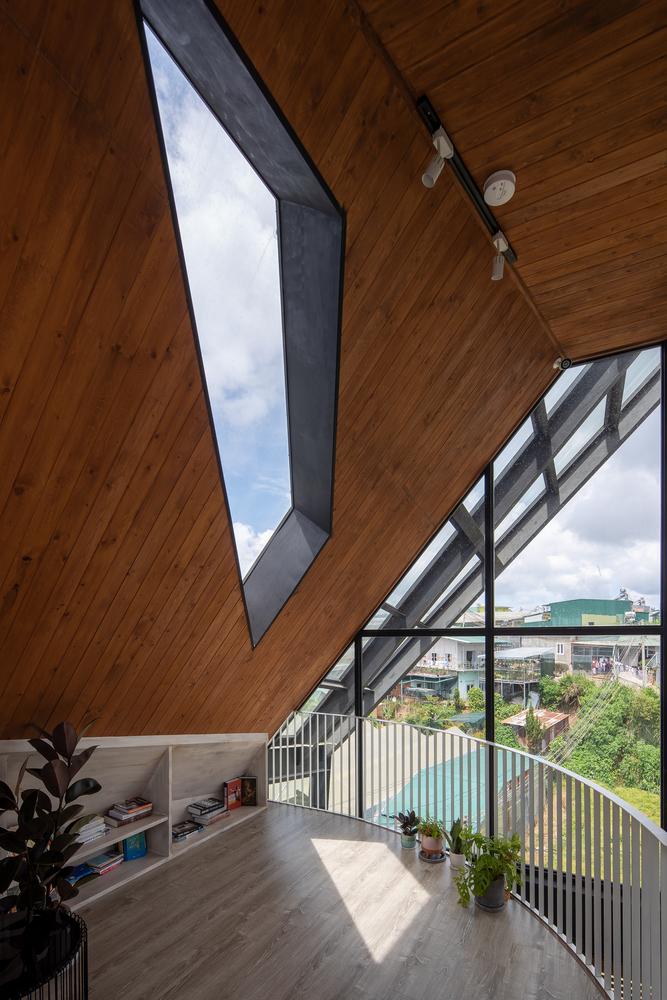 Không gian áp mái mang đến cho du khách những trải nghiệm thú vị.