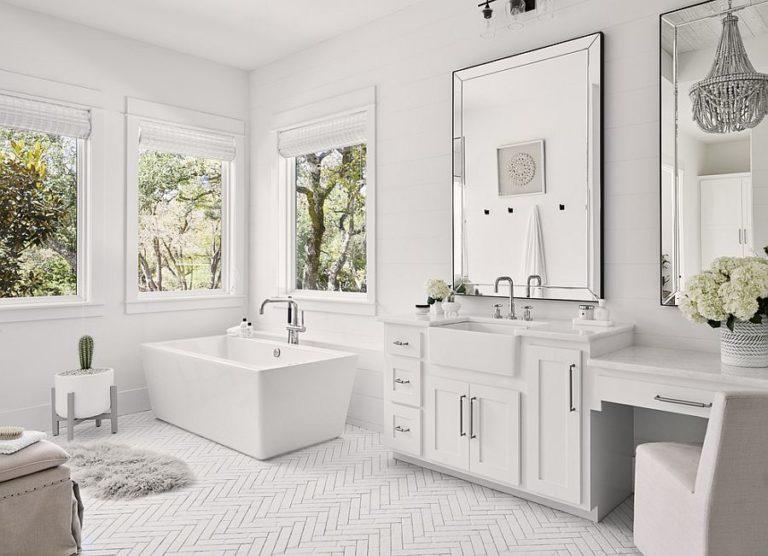 Phòng tắm sắc trắng chủ đạo với lớp hoàn thiện bằng gương và ánh sáng thông minh.