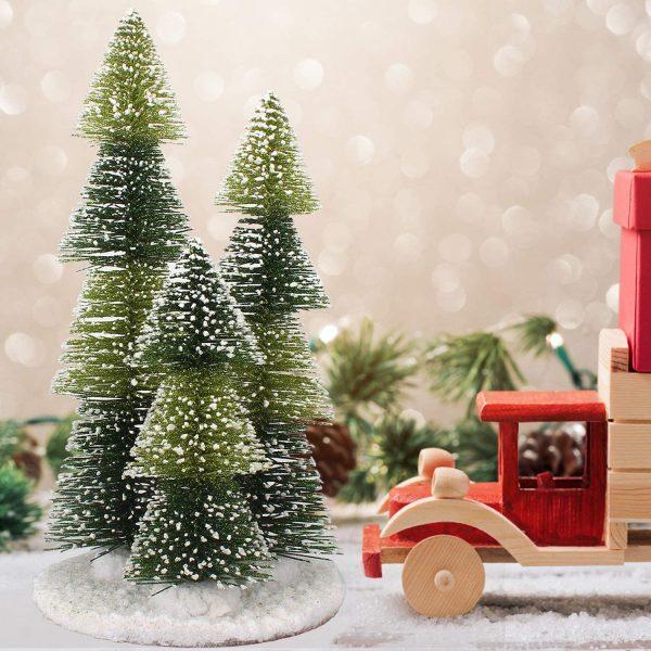 Cây thông Noel mini này được làm bằng kim loại và nhựa, đặt trên một đế gỗ. Với thiết kế linh hoạt, bạn có thể tùy chỉnh hình dáng, kích thước của cây.