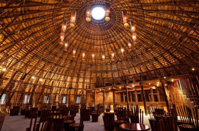 Mái vòm bằng tre với bề ngang 15m, chiều cao 10m