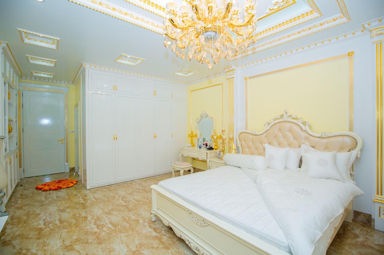 phòng ngủ phong cách tân cổ điển, nội thất dát vàng