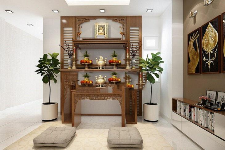 Dọn nhà đón Tết với phòng thờ nhỏ gọn, sử dụng nội thất gỗ chạm khắc tinh xảo, cây xanh trang trí