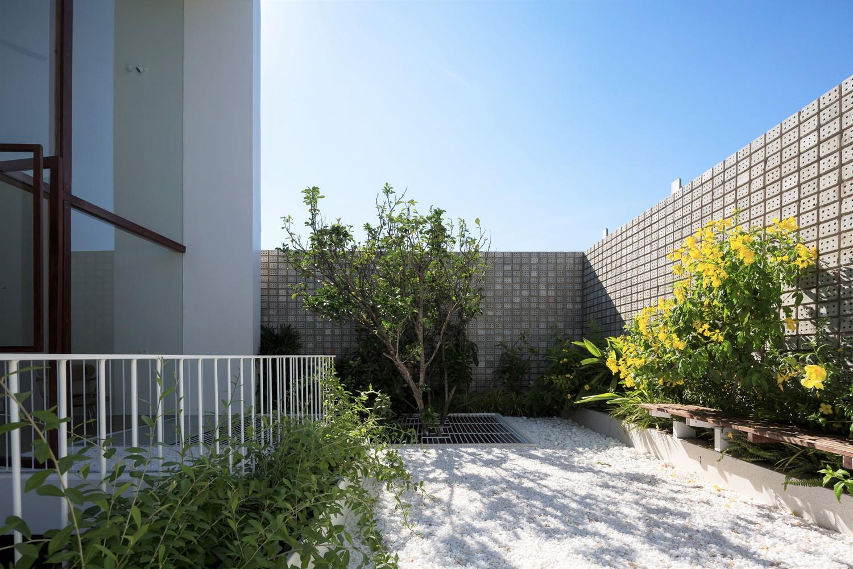 Vườn cây xanh mát trên sân thượng, tạo không gian thư giãn trong lành, thoáng mát cho các thành viên trong gia đình ở Huế.