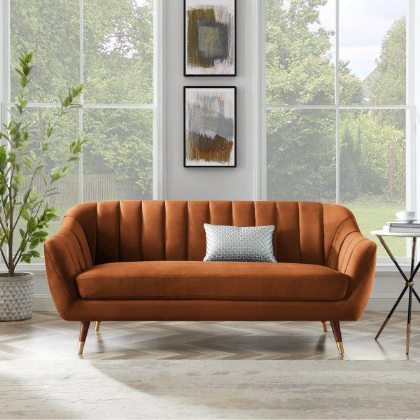 Mẫu ghế sofa nhỏ bọc nhung màu cam, chân bọc kim loại vàng đồng