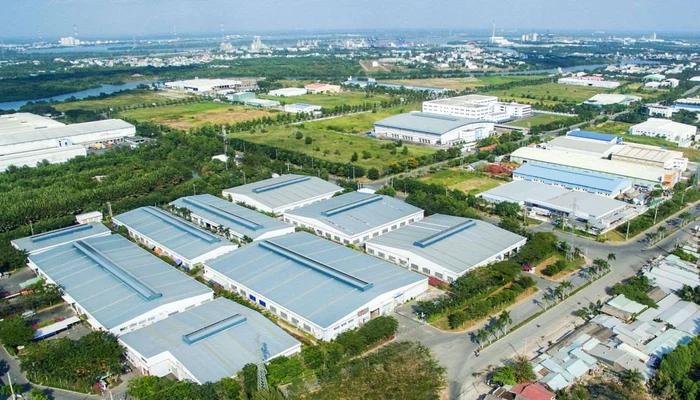 hình ảnh một khu công nghiệp nhìn từ trên cao với nhiều nhà xưởng, cây xanh