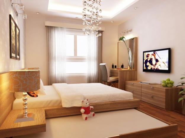 Phòng ngủ master sử dụng nội thất gỗ chủ đạo, tông màu sáng tạo cảm giác thân thiện, thư giãn cho người dùng. Cửa sổ kính lấy sáng, thông gió tự nhiên tối ưu.