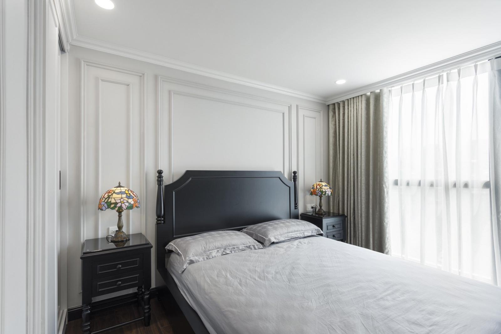 Một trong 4 phòng ngủ được thiết kế theo phong cách Indochine tối giản, mang đến sự thư thãi, dễ chịu cho chủ nhân căn phòng.
