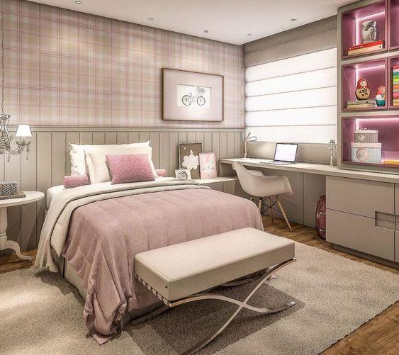 Phòng ngủ kết hợp góc học tập dành cho con gái lớn. Tông màu tím oải hương mang đến vẻ đẹp nhẹ nhàng, quyến rũ cho căn phòng.