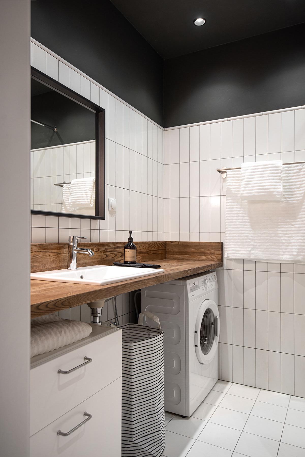 Phòng tắm và phòng giặt tích hợp gọn đẹp trong cùng một không gian.
