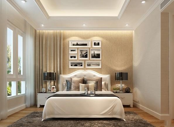 Giường hơi hướng cổ điển sang trọng trở thành điểm nhấn bắt mắt của phòng ngủ master. Lối bài trí đối xứng đơn giản tạo sự cân đối, hài hòa cho tổng thể không gian.