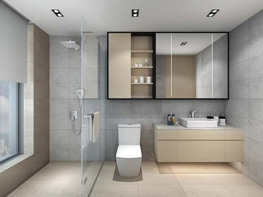 Trong nhà ống 5 tầng kết hợp kinh doanh, phòng tắm - vệ sinh được phân tách bởi vách ngăn kính trong suốt, đảm bảo sự thông thoáng, khô ráo cho căn phòng.