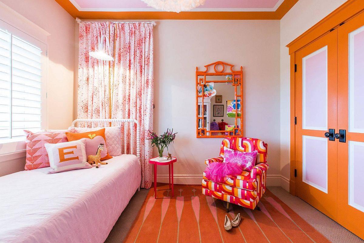 Sắc hồng - cam được sử dụng cân đối, hài hòa trong phòng ngủ của các cô gái hiện đại.