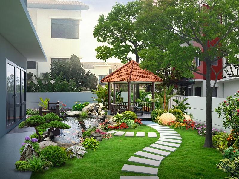 sân vườn với thảm cỏ xanh mát, lối đi lát gạch bê tông, hồ cá
