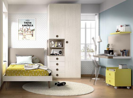 Phòng ngủ cho con trai khá phong cách với bảng màu trung tính làm nền cho điểm nhấn màu sắc từ ga gối, tủ kệ nổi bật hơn. Góc học tập, làm việc thiết kế đơn giản, tiện dụng.
