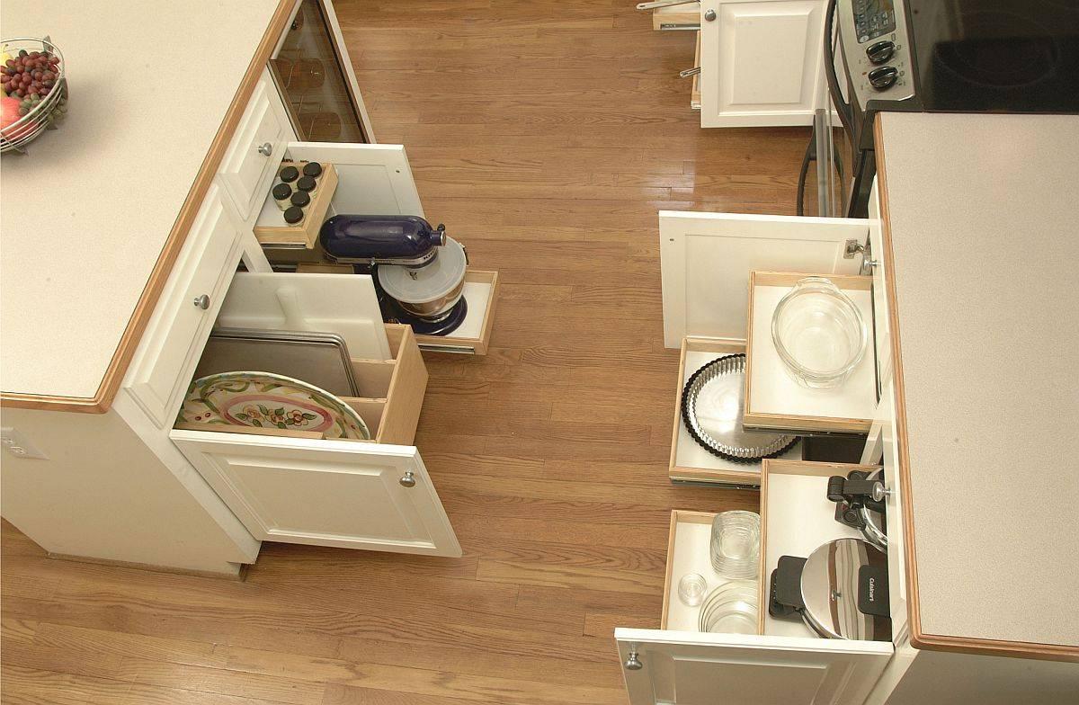 Hệ thống ngăn kéo trượt đa năng giúp tiết kiệm không gian nhà bếp hiện đại.