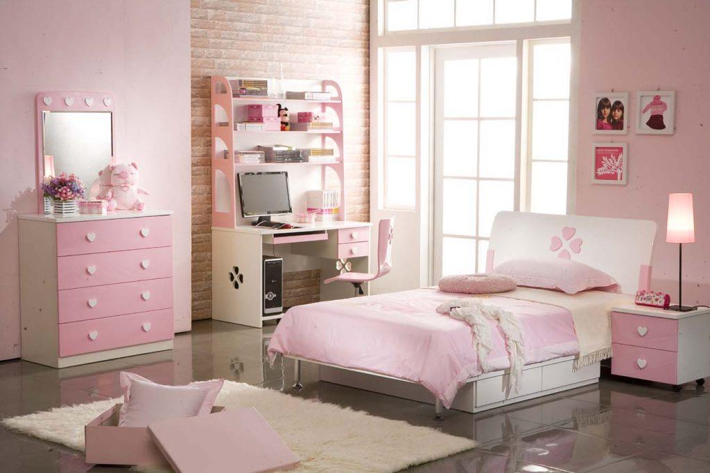 Không gian riêng dành cho cô con gái với tông màu hồng trắng nhẹ nhàng, nữ tính.