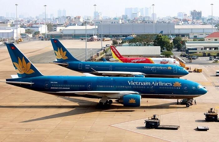 hình ảnh cận cảnh máy bay của Vietnam Airline ở sân bay Nội Bài
