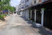 Nhà phố gần chợ Phú Xuân, cần bán giá 1.45 tỷ, có 4 phòng ngủ rộng