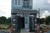 Bán gấp căn nhà 1 trệt, 1 lầu, 3 PN, DT 120m2, giá hữu nghị nhất. LH 0919349139