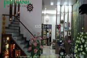 Cho thuê nhà đẹp trong ngõ Văn Cao cho chuyên gia người nước ngoài thuê, giá 22 triệu/ tháng