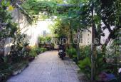 Nhà sân vườn 4 phòng ngủ gần Phạm Văn Đồng