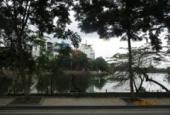 Cần bán nhà mặt phố Trúc Bạch, phố Thanh Niên, vị trí đẹp, 75 m2, mặt tiền 6.8m, nở hậu, 48 tỷ