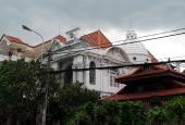 Biệt thự đẹp như lâu đài nằm tại trung tâm khu Tên Lửa - Quận Bình Tân