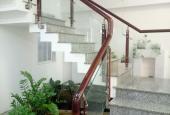 Cần cho sinh viên hoặc nhân viên VP thuê tầng lửng 60m2, đường rộng 25m. Gần trường CĐ Trung Ương 3