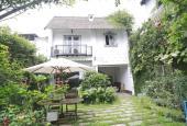 Cho thuê biệt thự sân vườn cổ tích, 3PN, 330m2 tại Tây Hồ, giá cho thuê 32tr/th. LH: 0983511099