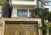 Bán nhà phố Nguyễn Đình Thi, 10 m ra tới Hồ Tây ngõ thông thoáng dân trí cao