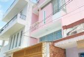 Nhà đẹp màu hồng hẻm xe hơi 2 lầu, 2 ban công, cô chủ nhà ăn chay trường cần bán đi Lâm Đồng