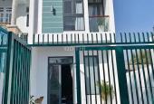 Gia đình định cư nơi khác bán gấp căn nhà như hình gần chợ Hưng Long, 0907 888 903
