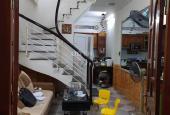 Bán gấp nhà ngõ Thịnh Quang, 35m2, 4 tầng, MT 3.4m, giá 2.99 tỷ: 0902976565