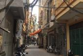 Bán nhà phố Xuân Thủy, 60m2, cách đường lớn 70m