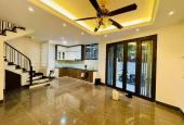 Chính chủ bán gấp nhà trong ngõ phố Giảng Võ 60m2, 5 tầng, có sân, giá 5.3 tỷ. LH 0914.838.353