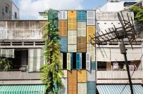 Ngôi nhà nổi bật với trăm cửa sổ màu sắc vui nhộn