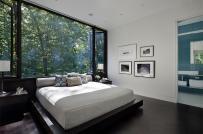 Phong thủy phòng ngủ: Bố trí cửa kính hợp lý