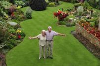 Vợ chồng già dành 30 giờ mỗi tuần suốt 30 năm để chăm vườn