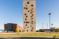 Ngắm tháp lõm đa giác tại Đại học Morini Arquitectos