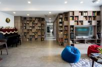 Những bức tường sách khổng lồ trong căn nhà Sài Gòn 110m2